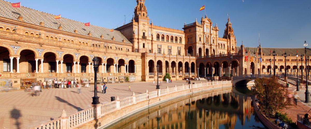 Sevilla. Plaza de España  - Vista parcial con el canal